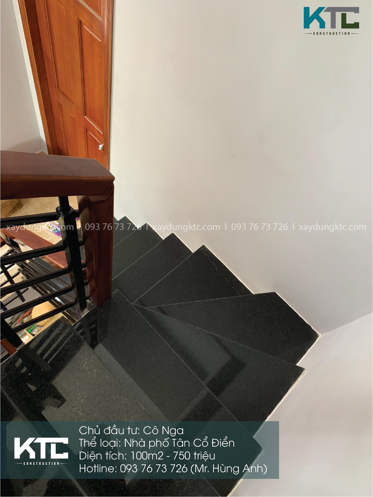 cầu thang với đá đen cùng tay vịn gỗ
