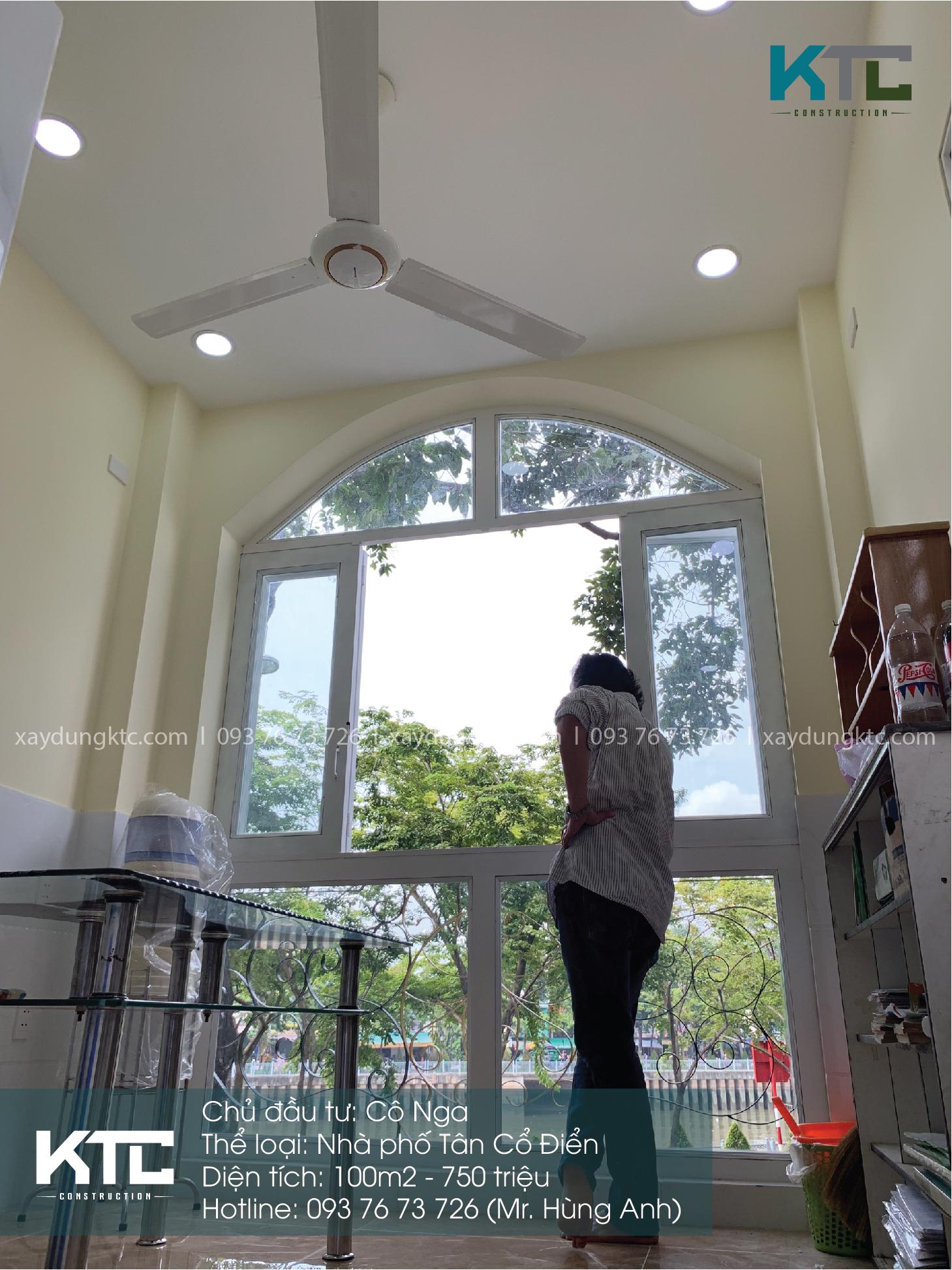 khung cửa sổ vòm cong to và thanh lịch đón trọn nắng và không khí tươi mát buổi sáng