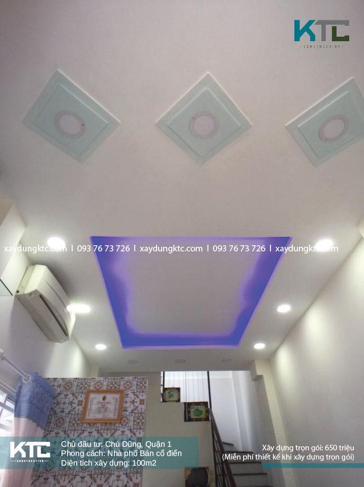 trần của phòng khách với hệ thống đèn led