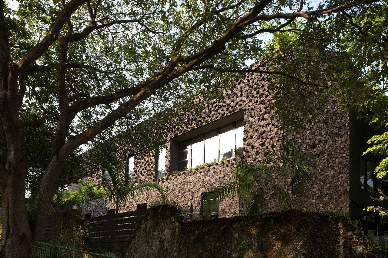 Những điều cần biết khi xây nhà dành cho gia chủ: bức tường bằng than gỗ giúp lọc bụi và tiếng ổn