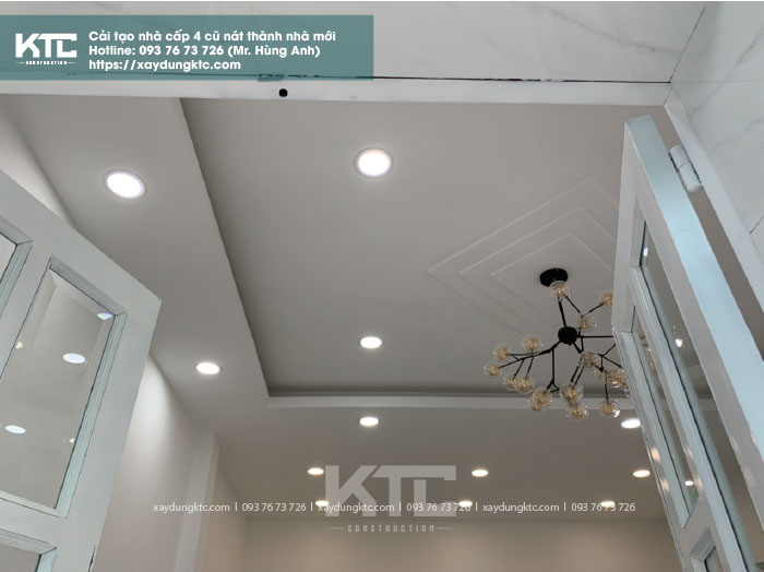 trần nhà sáng sủa với hệ thống đèn led