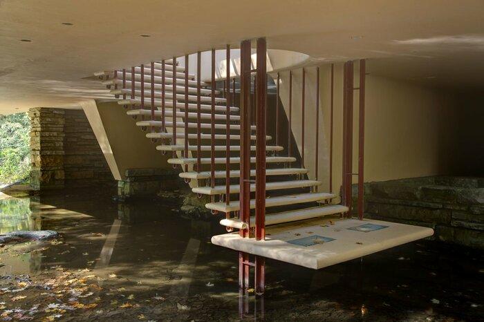 Những bậc thang đầy quyến rũ trong Falling Water
