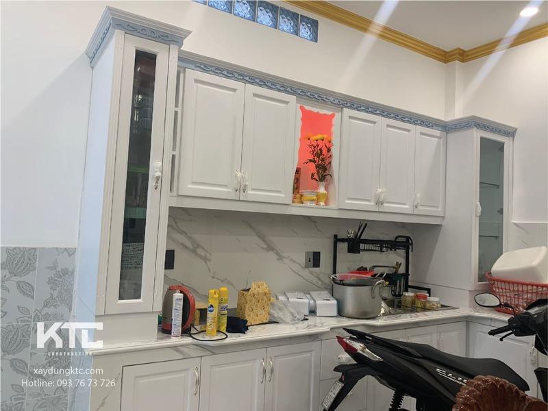 Bộ tủ phòng ăn được đóng bằng chất gỗ tự nhiên