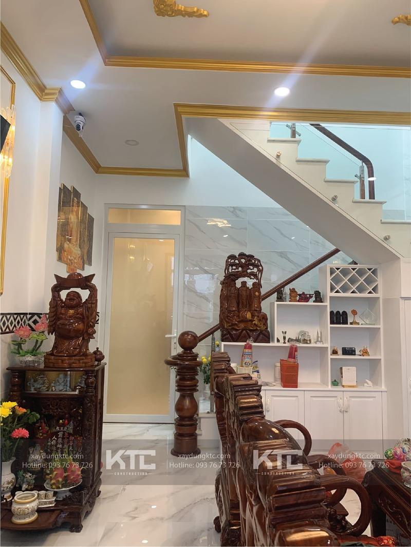 phòng khách của mẫu nhà mái thái tân cổ điển