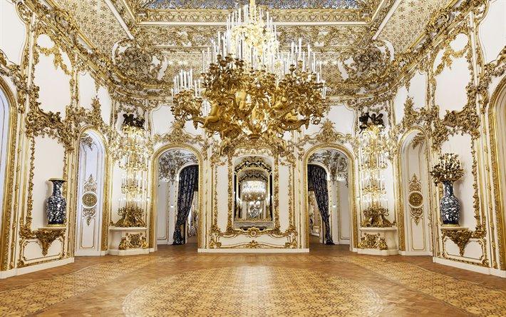 """Phòng Rococo phải """"bắt sáng"""" cũng như sang trọng, tạo ra một cảm giác tổng thể như đang xem một """"đám mây mạ vàng""""."""