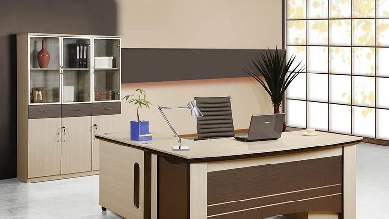 Theo phong thủy bàn làm việc, bạn cần luôn giữ cho bàn làm việc gọn gàng và sạch sẽ