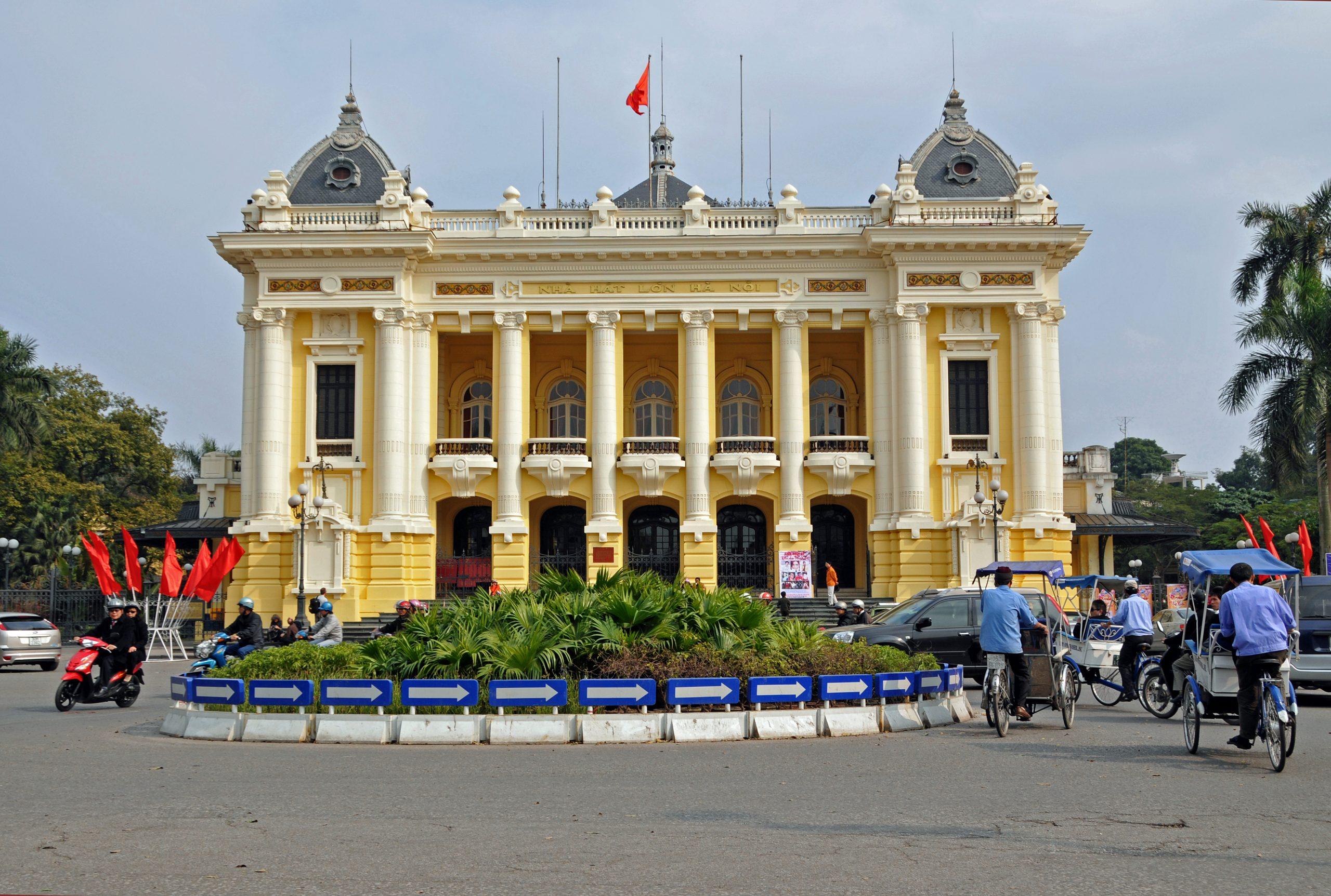 Nhà hát lớn Hà Nội có thiết kế kiến trúc ảnh hưởng phong cách nghệ thuật Art Nouveau