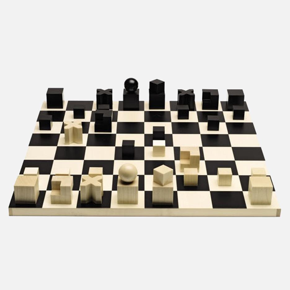 Cờ Bauhaus - Sản phẩm được thiết kế dựa theo nguyên lí thiết kế của Bauhaus là những dạng hình cầu, hình lập phương.